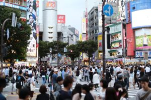 city Japan throng of people crossing the road