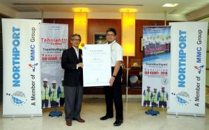 two man holding a certificate handover of ISO 45001 northport mmc group