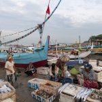 Indonesian fishermen struggle to make a living