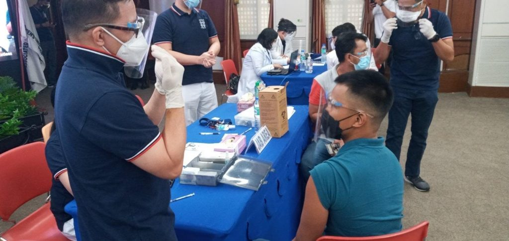 Filipinos getting vaccination
